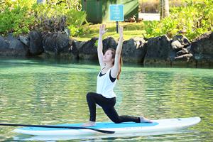 身も心も美しくなろう!ハワイの自然の中でスタンドアップ・パドルボード・ヨガを満喫!
