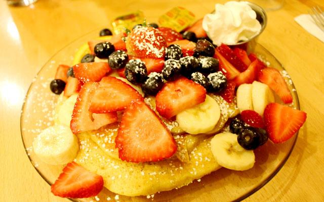 行列必死の人気店でパンケーキを!JTB 限定!ダイヤモンドヘッド・ハイキングとカフェ・カイラ朝食