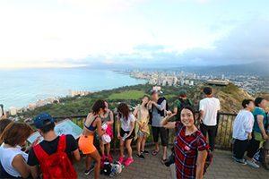 早朝ツアー「ダイヤモンドヘッド・ハイキングとアサイボウル&マラサダ朝食」で、ハワイ旅の朝を充実させよう!