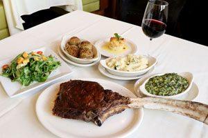 ルースズ・クリス・ステーキハウスでインパクト大のトマホーク・リブアイ・ステーキをいただきます!